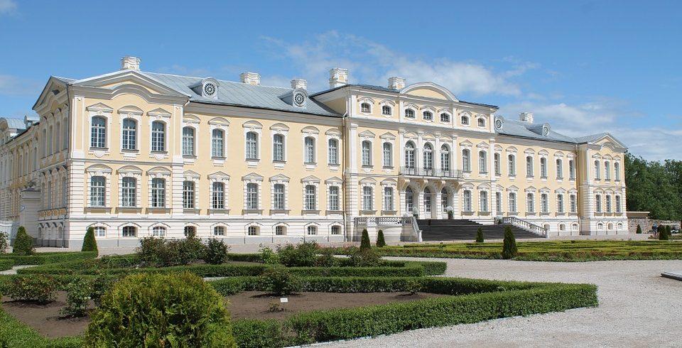 Private tour from riga to vilnius rundale