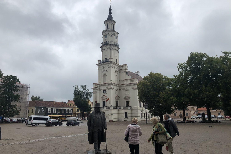 tour to kaunas town hall from vilnius